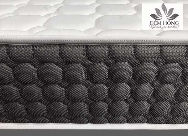 Mặt gấm xốp chần và lớp vải 4D thoang thoáng khi của nệm lò xo Mozart