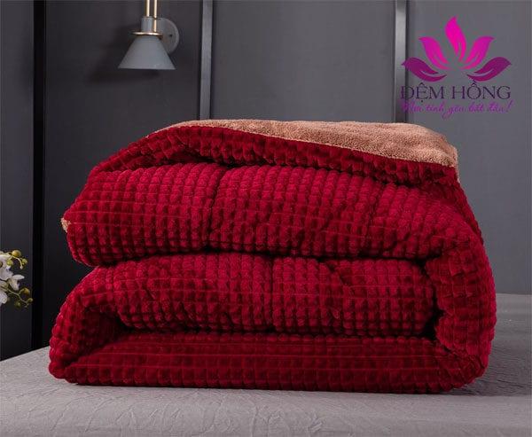 Mẫu chăn lông cừu cao cấp chính hãng Nicolas đỏ cherry