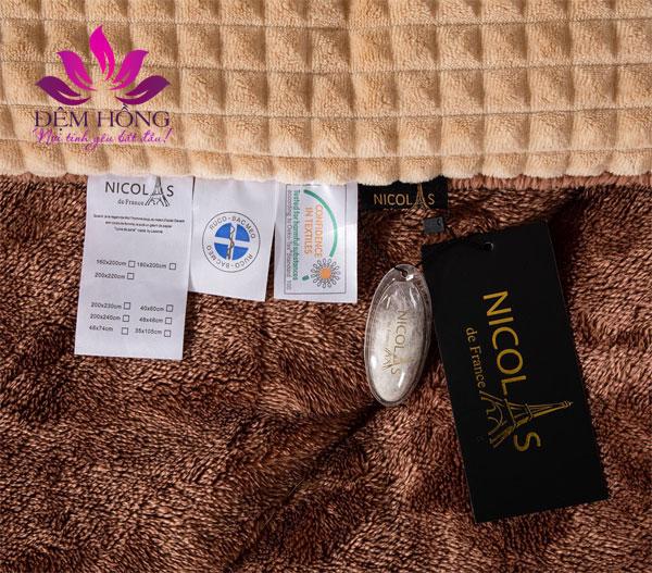 Tem mác 2 mặt chăn lông cừu Nicolas vàng quý phái