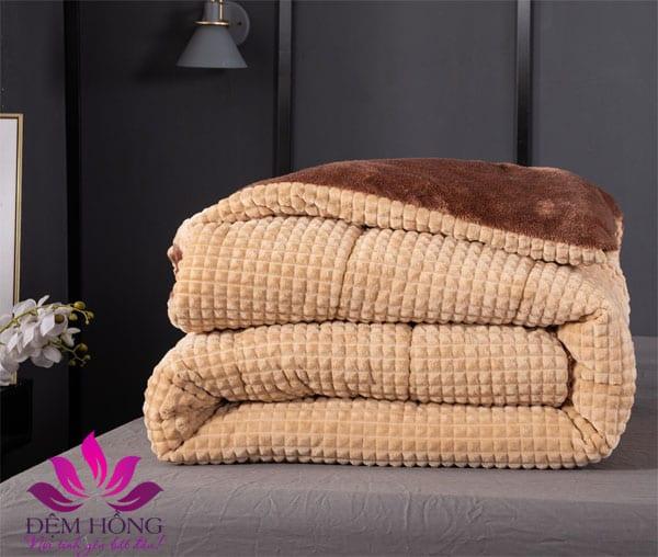 Chăn lông cừu Nicolas chất lượng cao, xếp gọn gàng