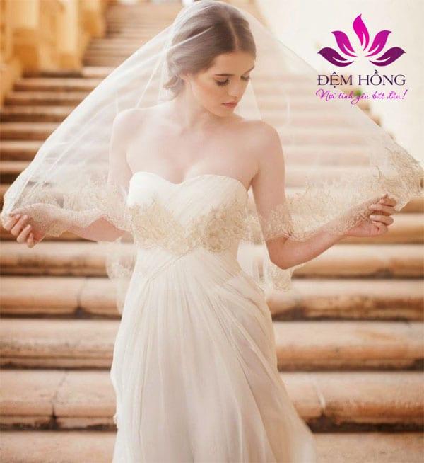 Bộ áo cưới sang trọng được may bằng vải Voan