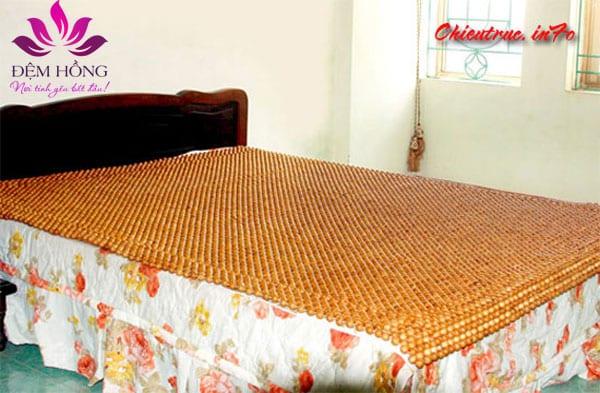 Mẫu chiếu gỗ Pơ Mu thích hợp trải trên các dòng nệm khác nhau