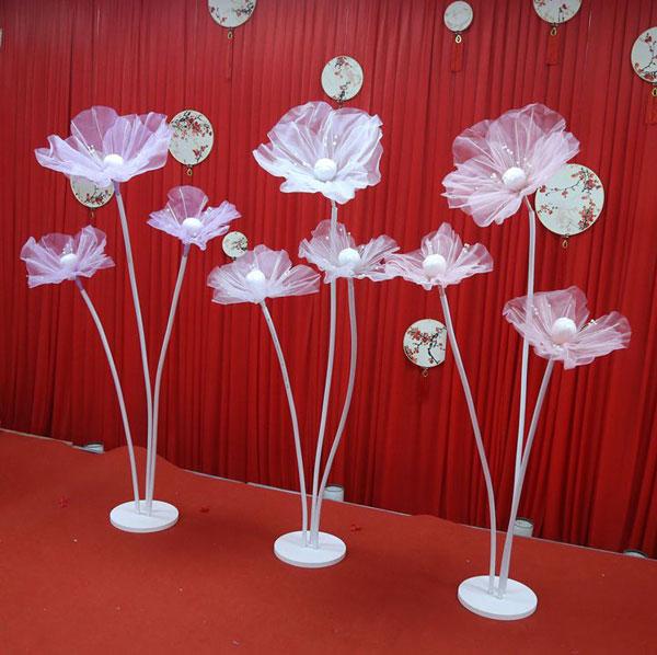 Hoa làm từ vải voan cũng vô cùng tinh tế