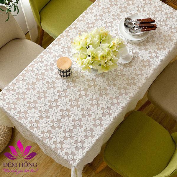 Khăn trải bàn làm từ chất liệu Ren